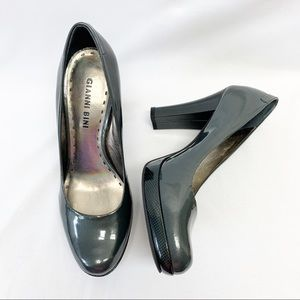 Gianni Bini Pewter Round Toe Platform Block Heels
